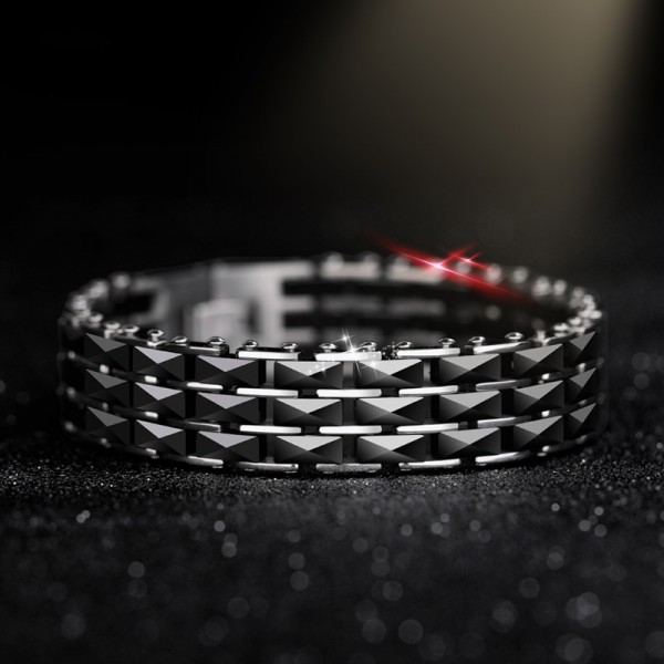 Personalized Black Strap Bracelet For Men In Titanium Ceramic