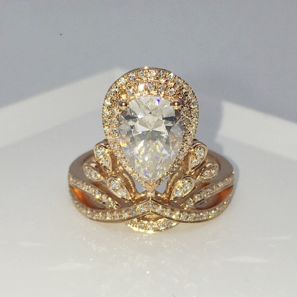 Oval Cut 1 Carat Crown Moissanite Rings In 18K Gold Yellow White Optional