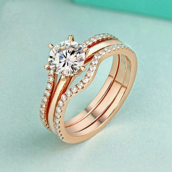Round Cut 1 Carat Moissanite Bridal Ring Set In 18K Rose Gold